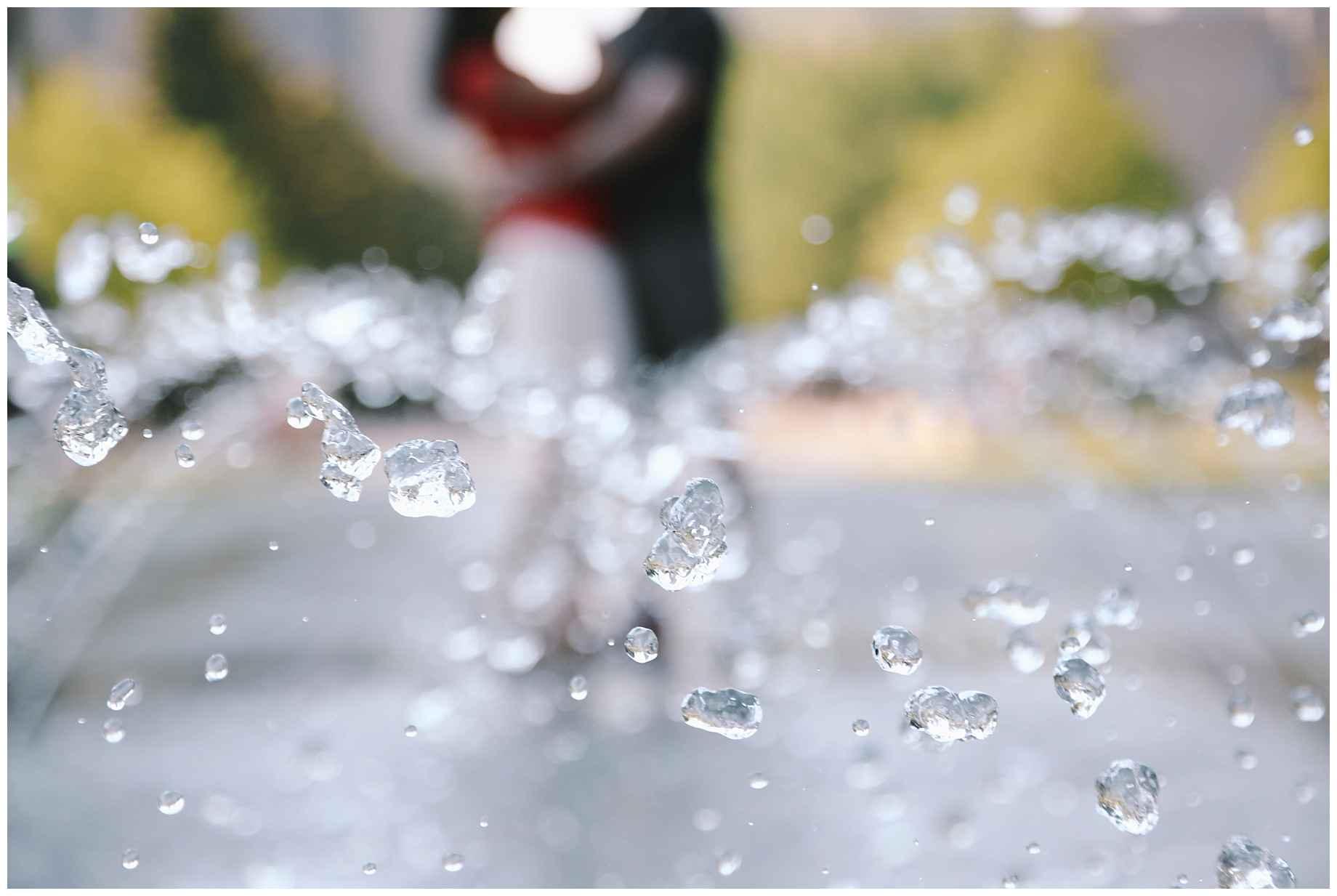 klyde-warren-park-engagement-photos-03