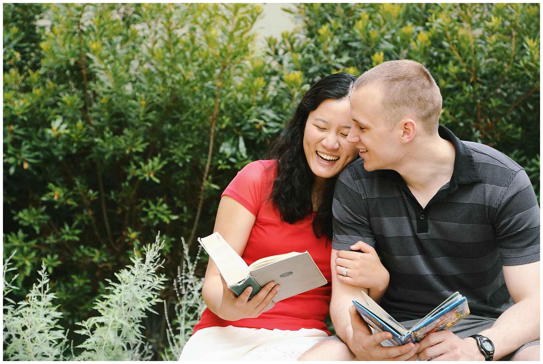 klyde-warren-park-engagement-photos-09
