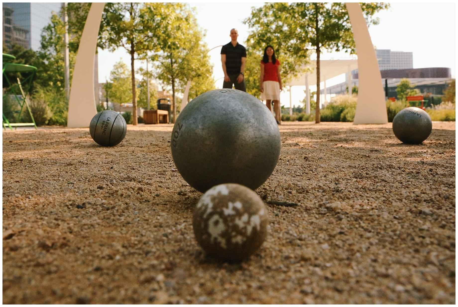 klyde-warren-park-engagement-photos-13