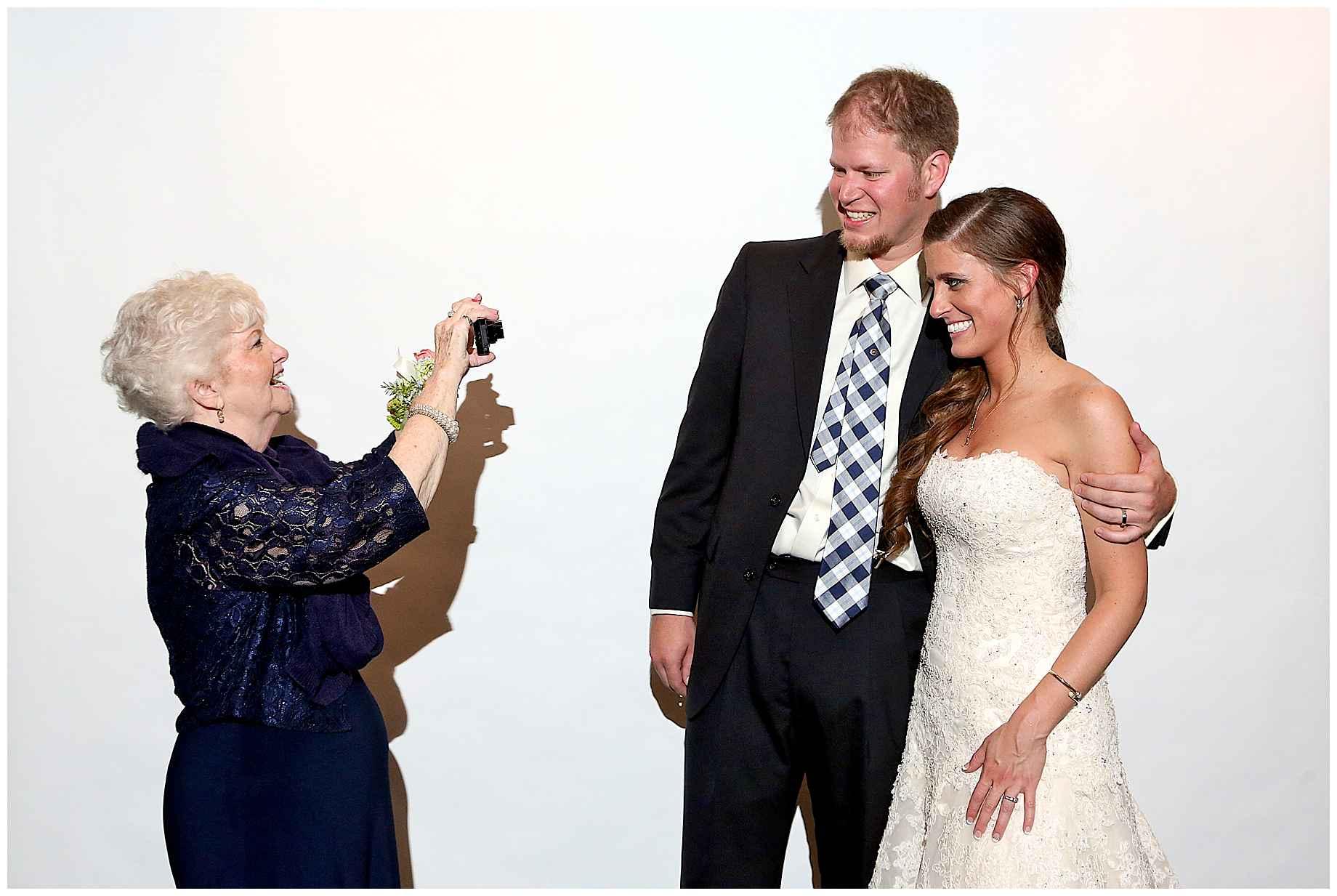 dallas-wedding-photographer-photo-booth-04