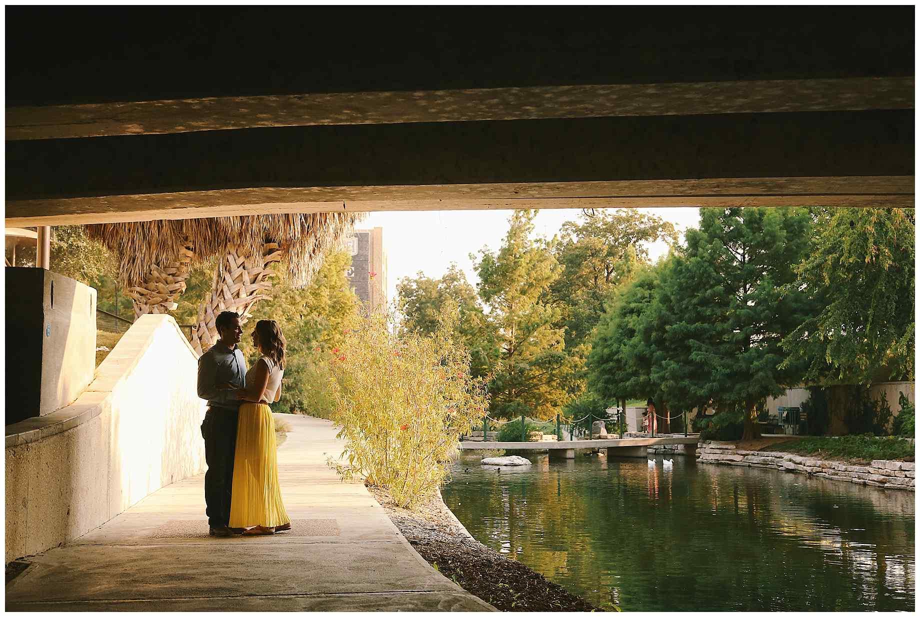 san-antonio-riverwalk-engagement-photography-01