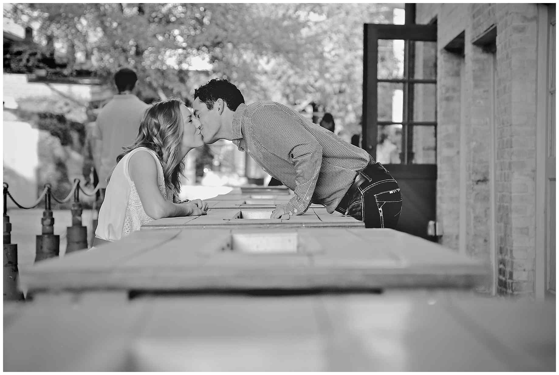 san-antonio-riverwalk-engagement-photography-04