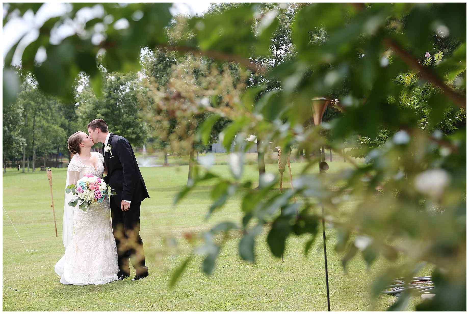 landing-event-center-joshua-farms-wedding-photos-012