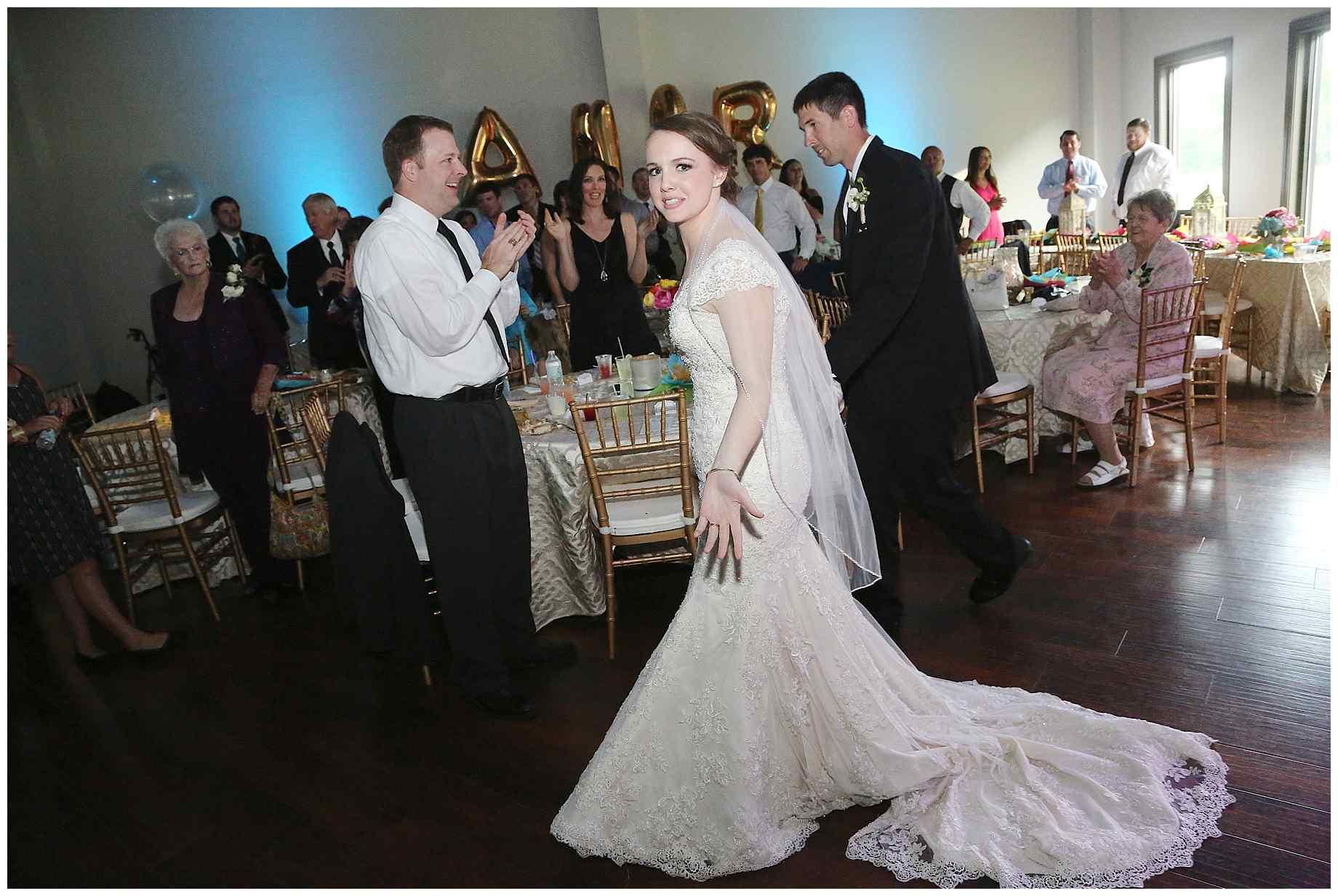 landing-event-center-joshua-farms-wedding-photos-018